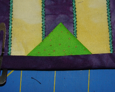 prairie point inserted into binding